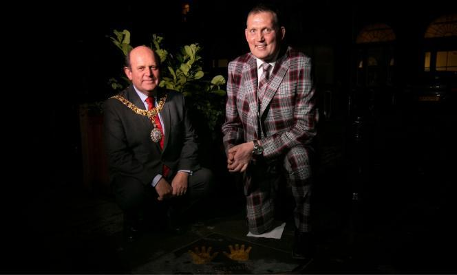 The Lord Provost and Doddie Weir in the City Chambers Quadrangle for the Edinburgh Award 2018.